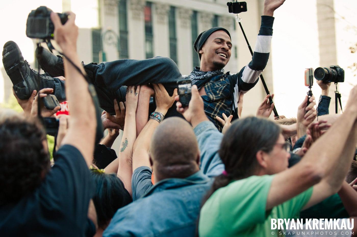 Tom Morello @ Occupy Wall Street Anniversary Concert, Foley Square, NYC - 9.16.12 (44)