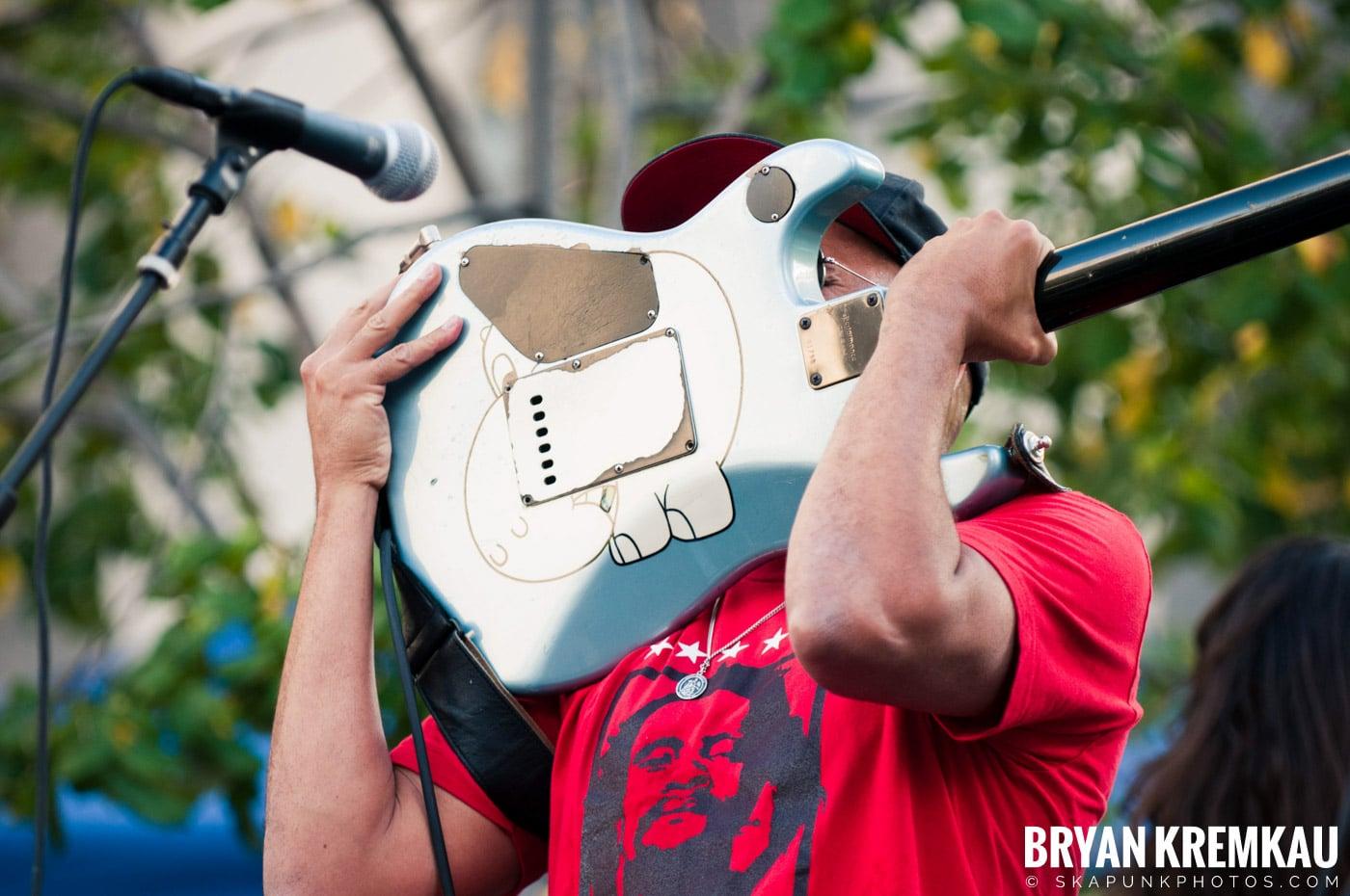 Tom Morello @ Occupy Wall Street Anniversary Concert, Foley Square, NYC - 9.16.12 (32)