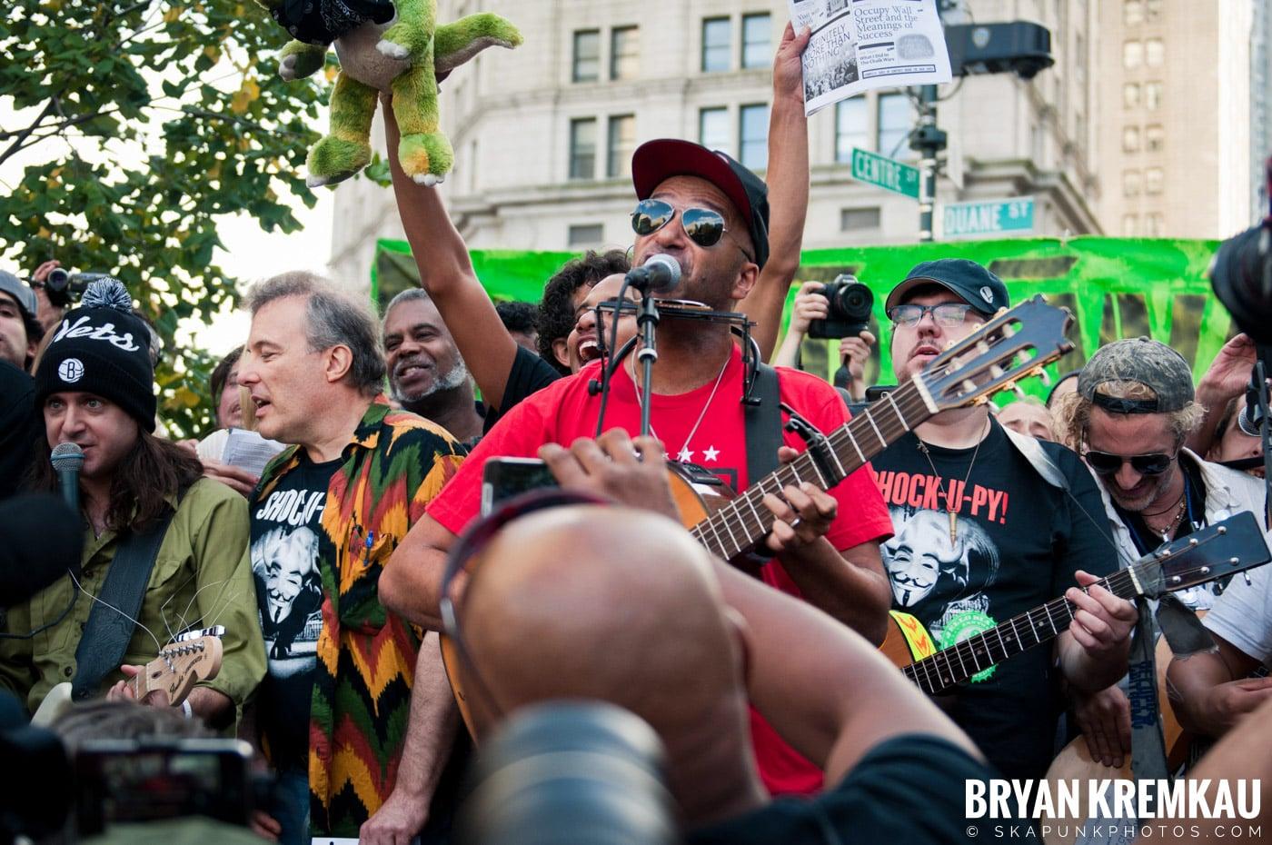 Tom Morello @ Occupy Wall Street Anniversary Concert, Foley Square, NYC - 9.16.12 (24)
