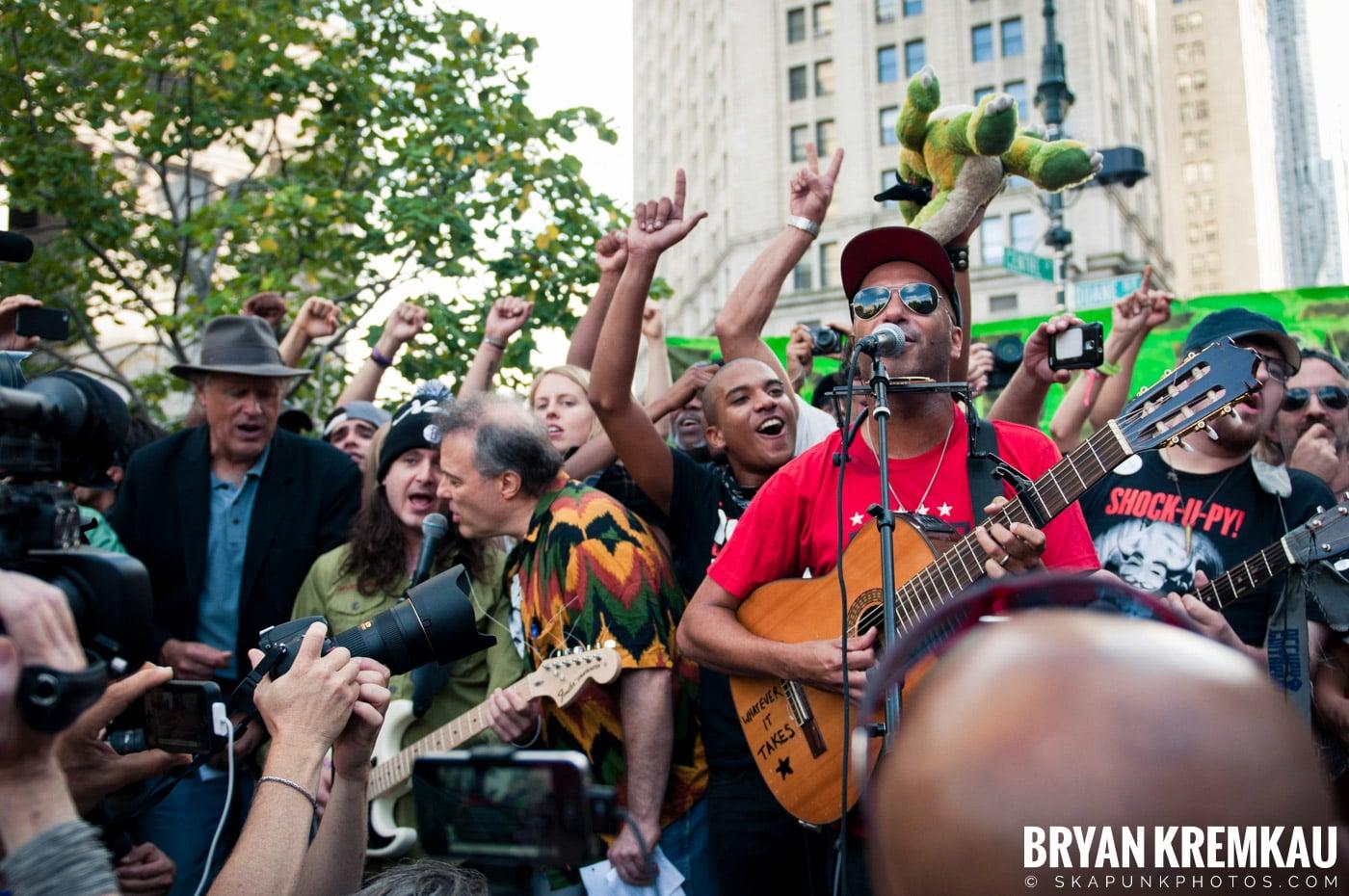 Tom Morello @ Occupy Wall Street Anniversary Concert, Foley Square, NYC - 9.16.12 (22)
