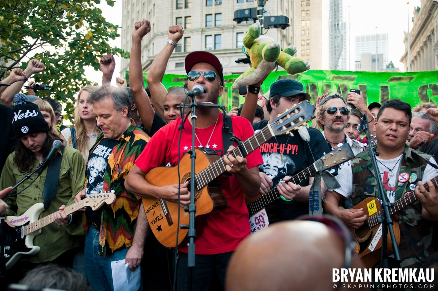 Tom Morello @ Occupy Wall Street Anniversary Concert, Foley Square, NYC - 9.16.12 (19)