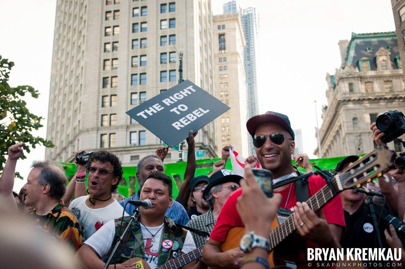 Tom Morello @ Occupy Wall Street Anniversary Concert, Foley Square, NYC - 9.16.12 (7)