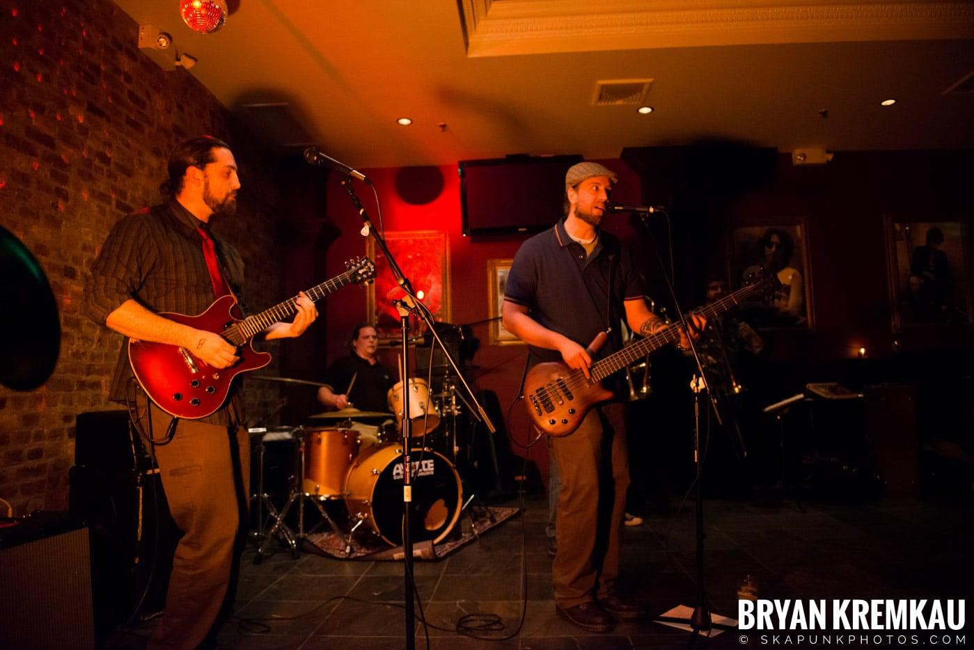 The Bullbuckers @ Characters (Electric Avenue), NYC - 1.19.13 (20)
