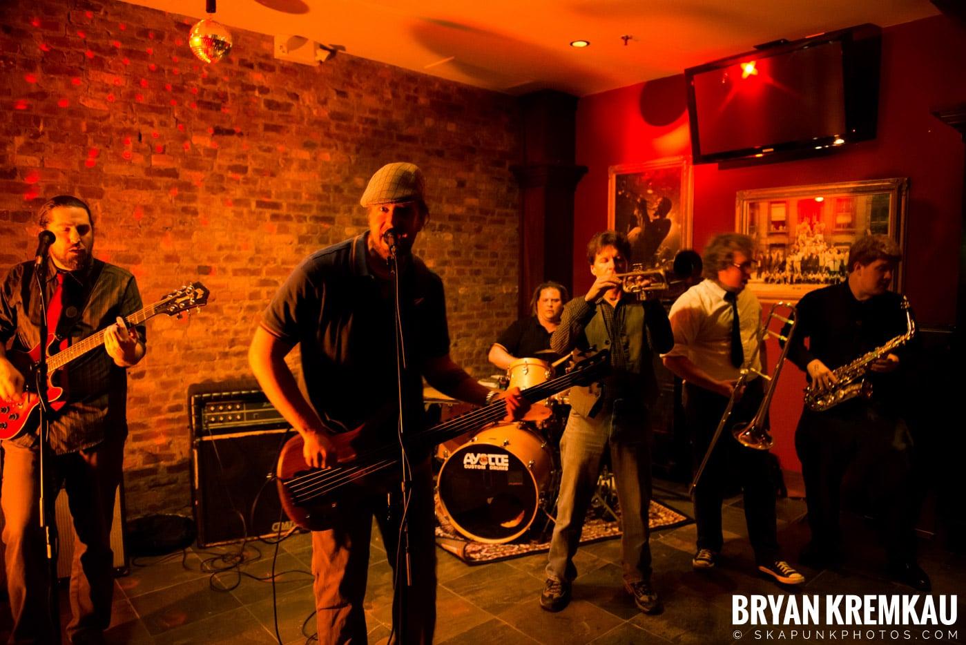 The Bullbuckers @ Characters (Electric Avenue), NYC - 1.19.13 (2)