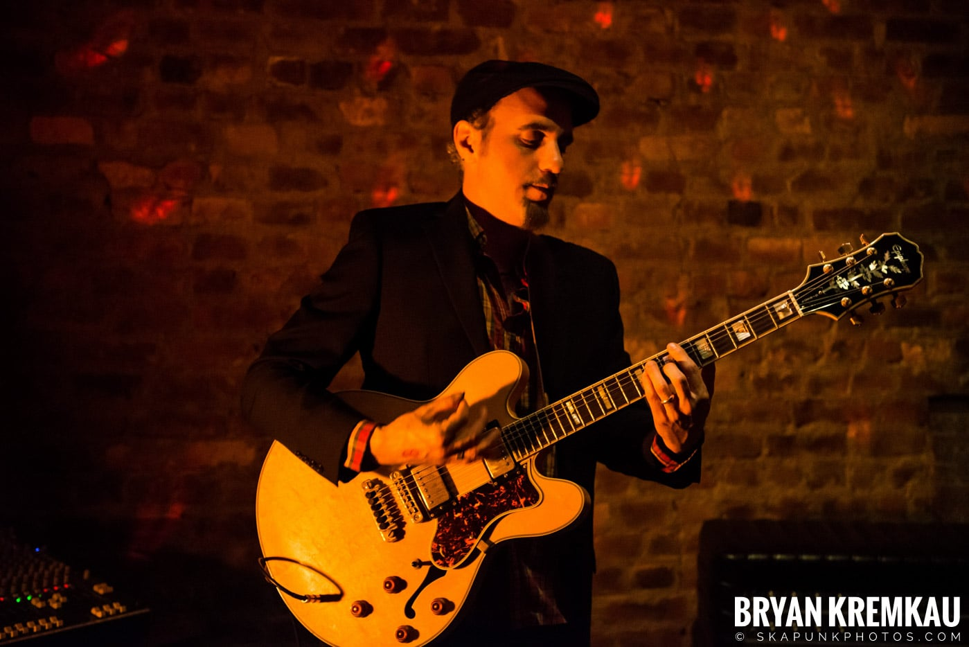 The Scofflaws @ Characters (Electric Avenue), NYC – 1.19.13 (47)