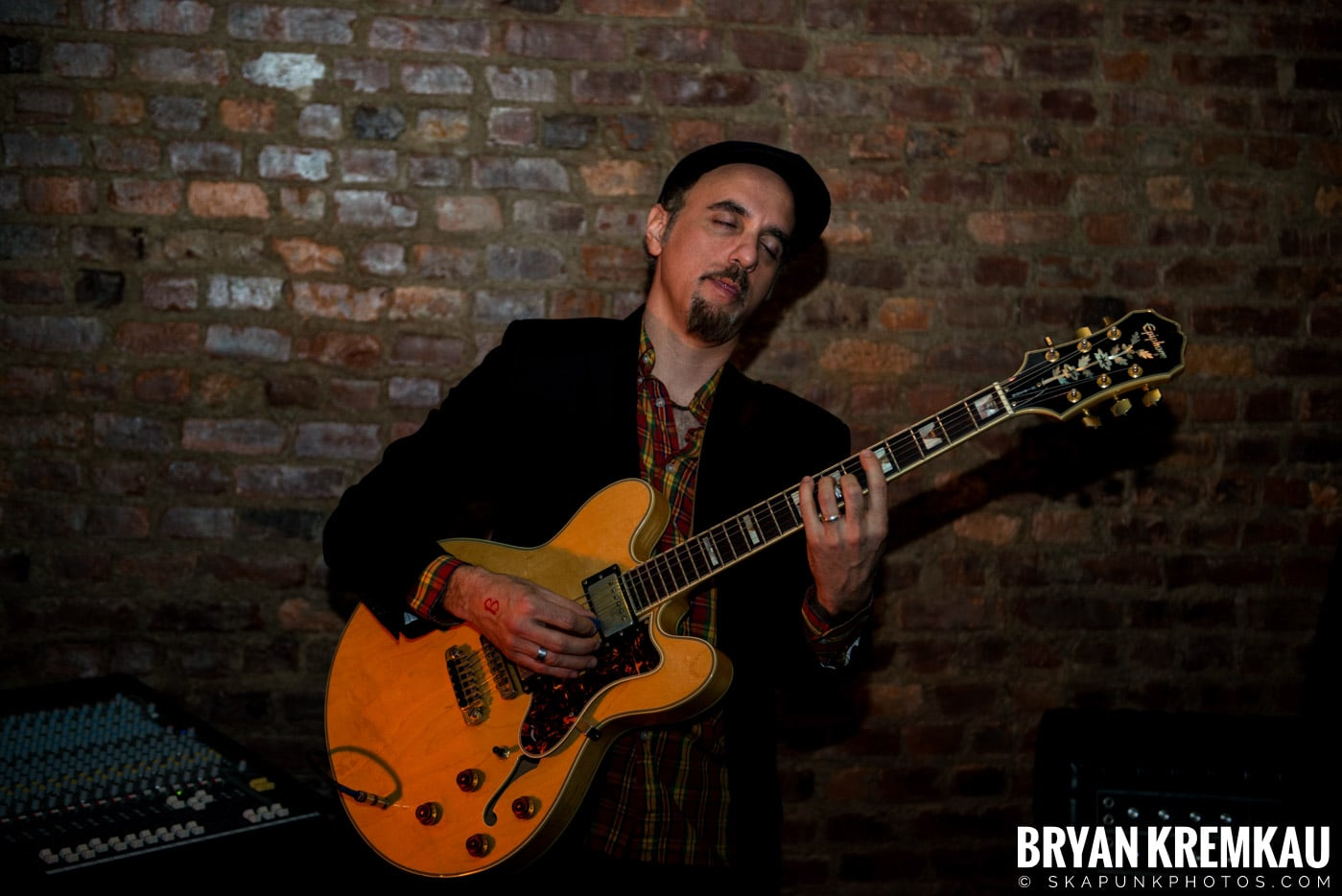 The Scofflaws @ Characters (Electric Avenue), NYC – 1.19.13 (41)