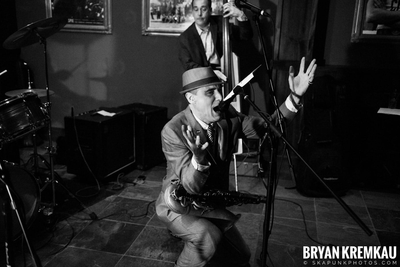 The Scofflaws @ Characters (Electric Avenue), NYC – 1.19.13 (39)