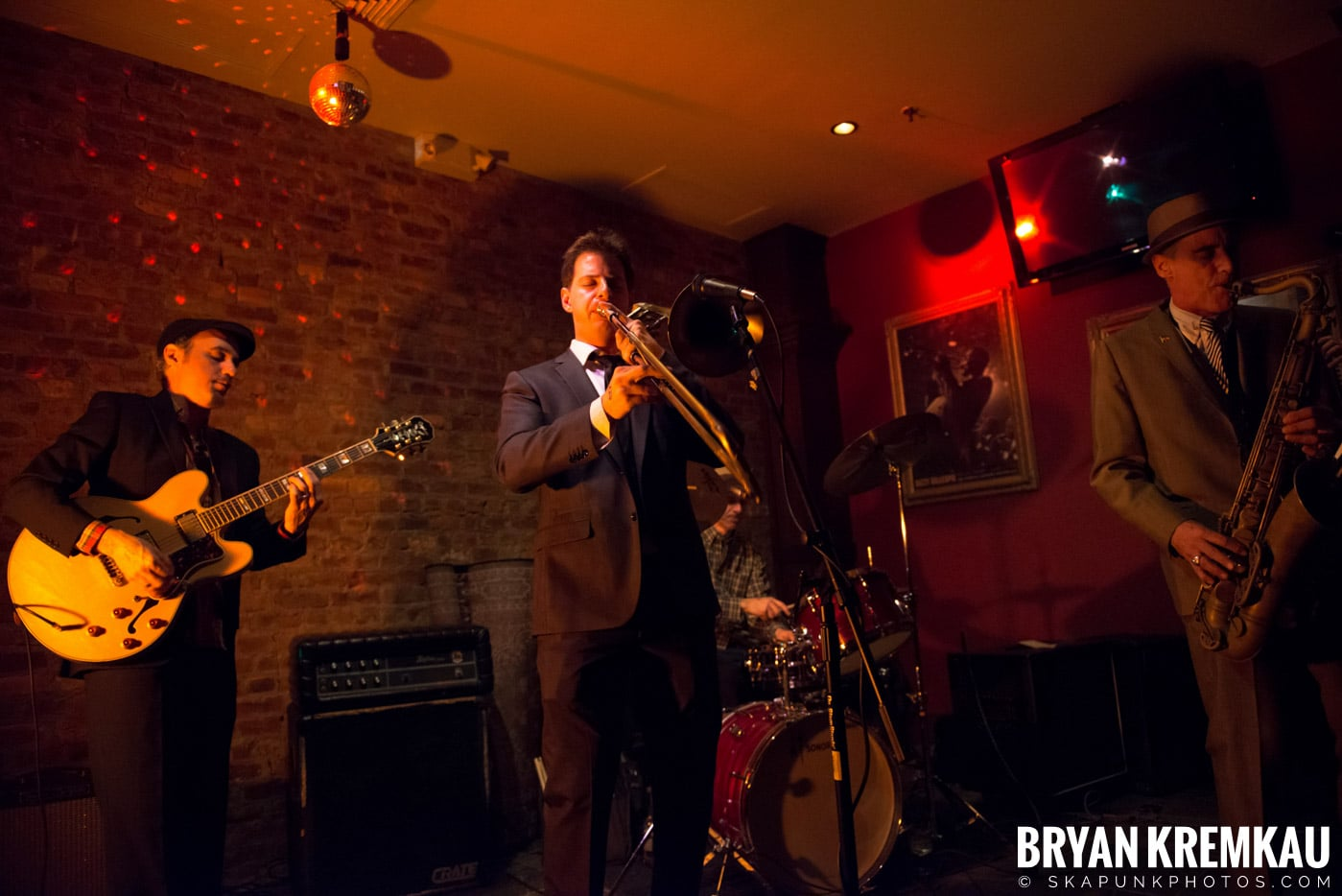 The Scofflaws @ Characters (Electric Avenue), NYC – 1.19.13 (37)