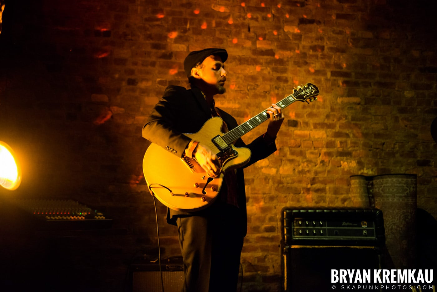 The Scofflaws @ Characters (Electric Avenue), NYC – 1.19.13 (33)