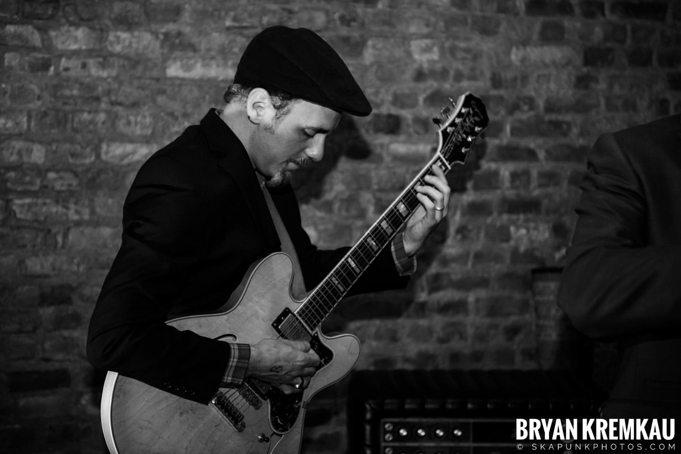 The Scofflaws @ Characters (Electric Avenue), NYC – 1.19.13 (28)