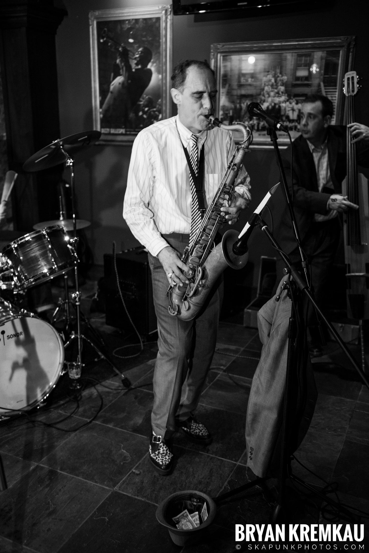 The Scofflaws @ Characters (Electric Avenue), NYC – 1.19.13 (25)