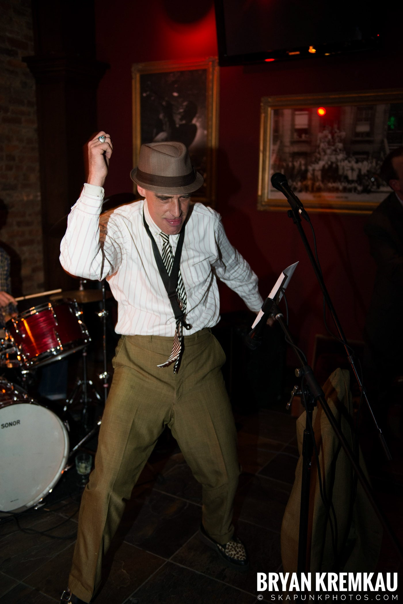 The Scofflaws @ Characters (Electric Avenue), NYC – 1.19.13 (11)