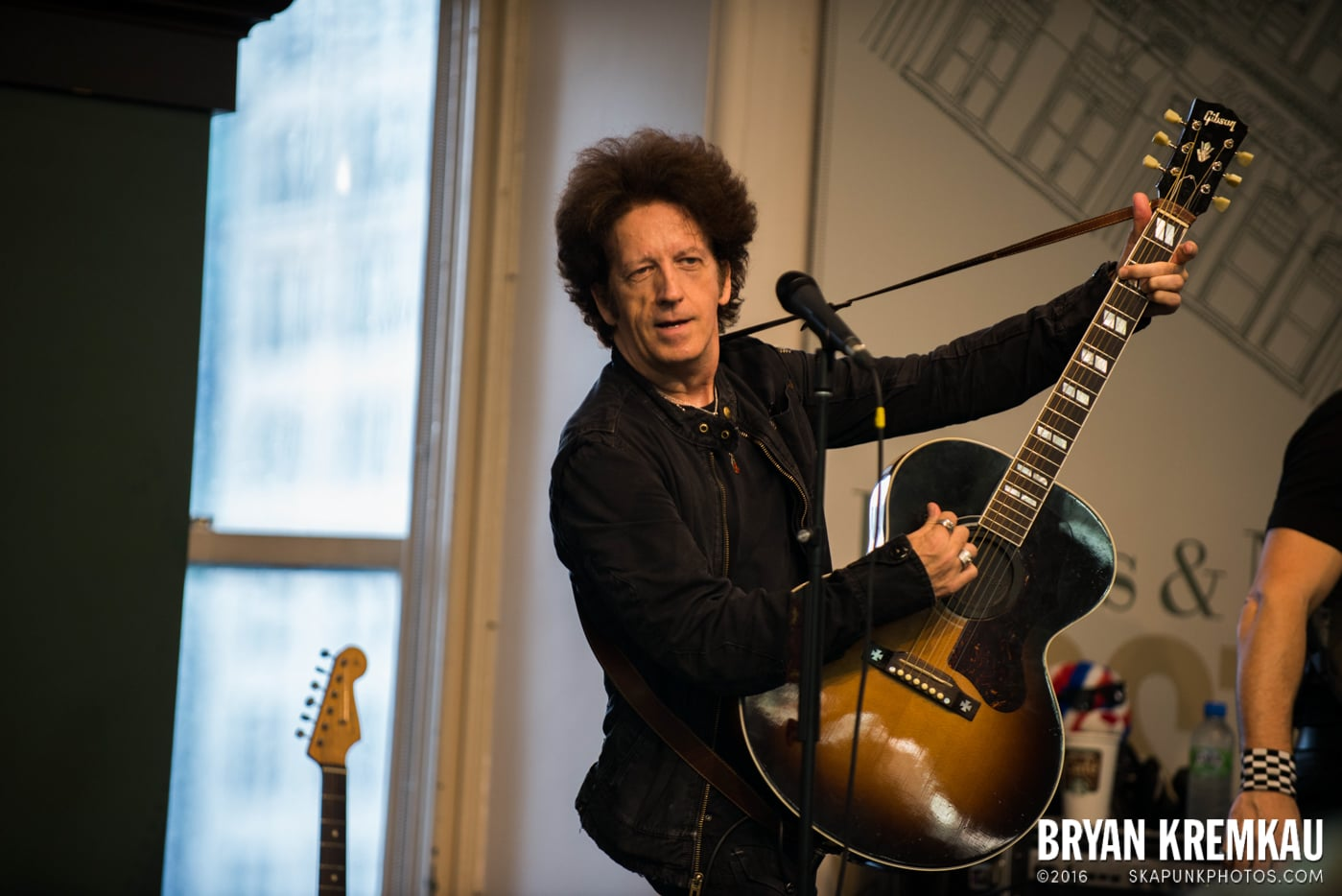 Willie Nile @ Barnes & Noble Union Square, NYC - June 25th 2013 (20)