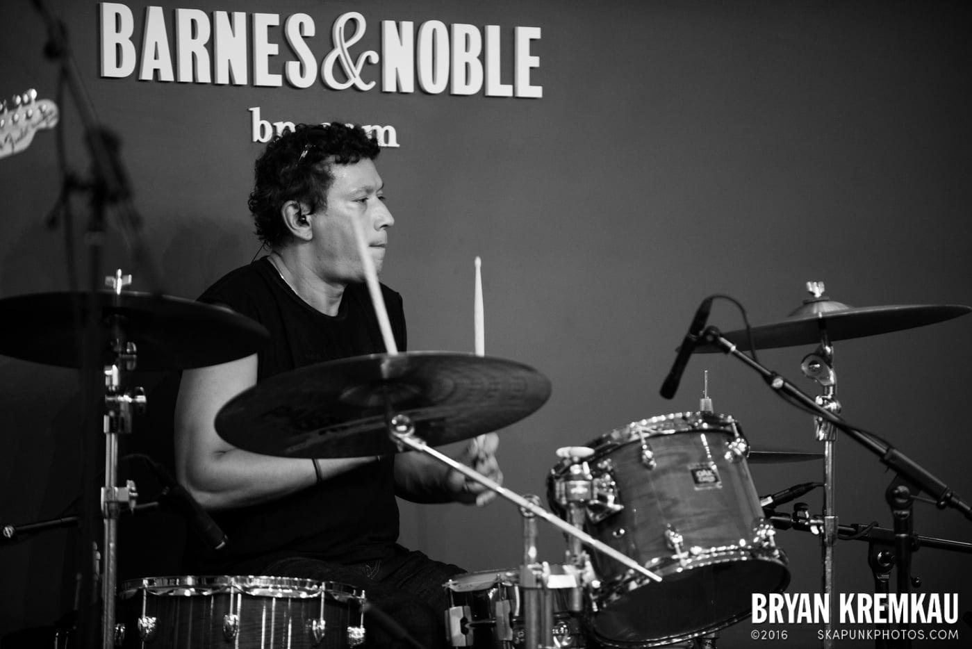 Willie Nile @ Barnes & Noble: Union Square, NYC - 6.25.13 (15)