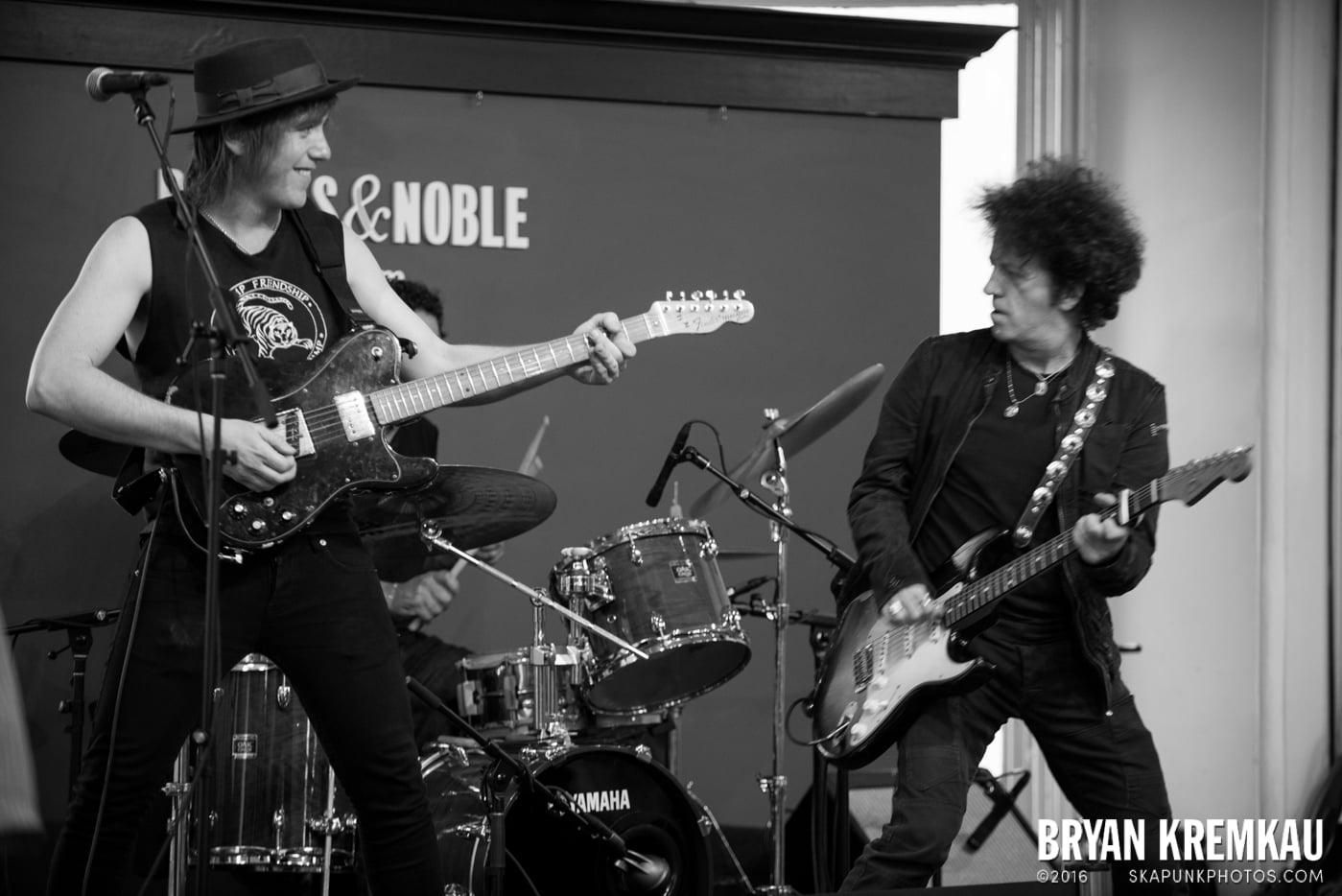 Willie Nile @ Barnes & Noble Union Square, NYC - June 25th 2013 (10)
