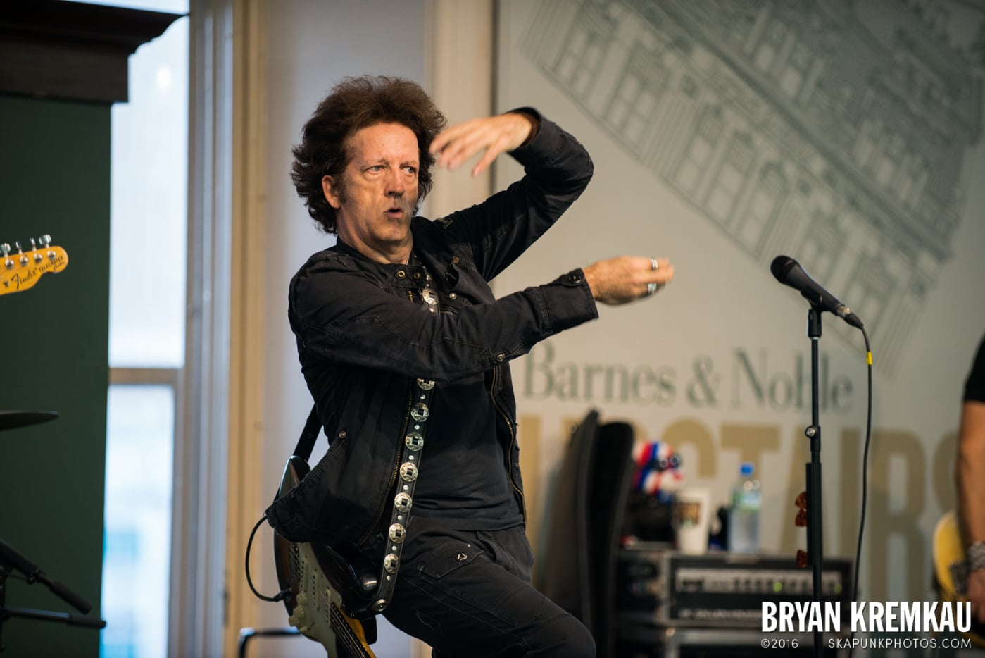 Willie Nile @ Barnes & Noble Union Square, NYC - June 25th 2013 (8)