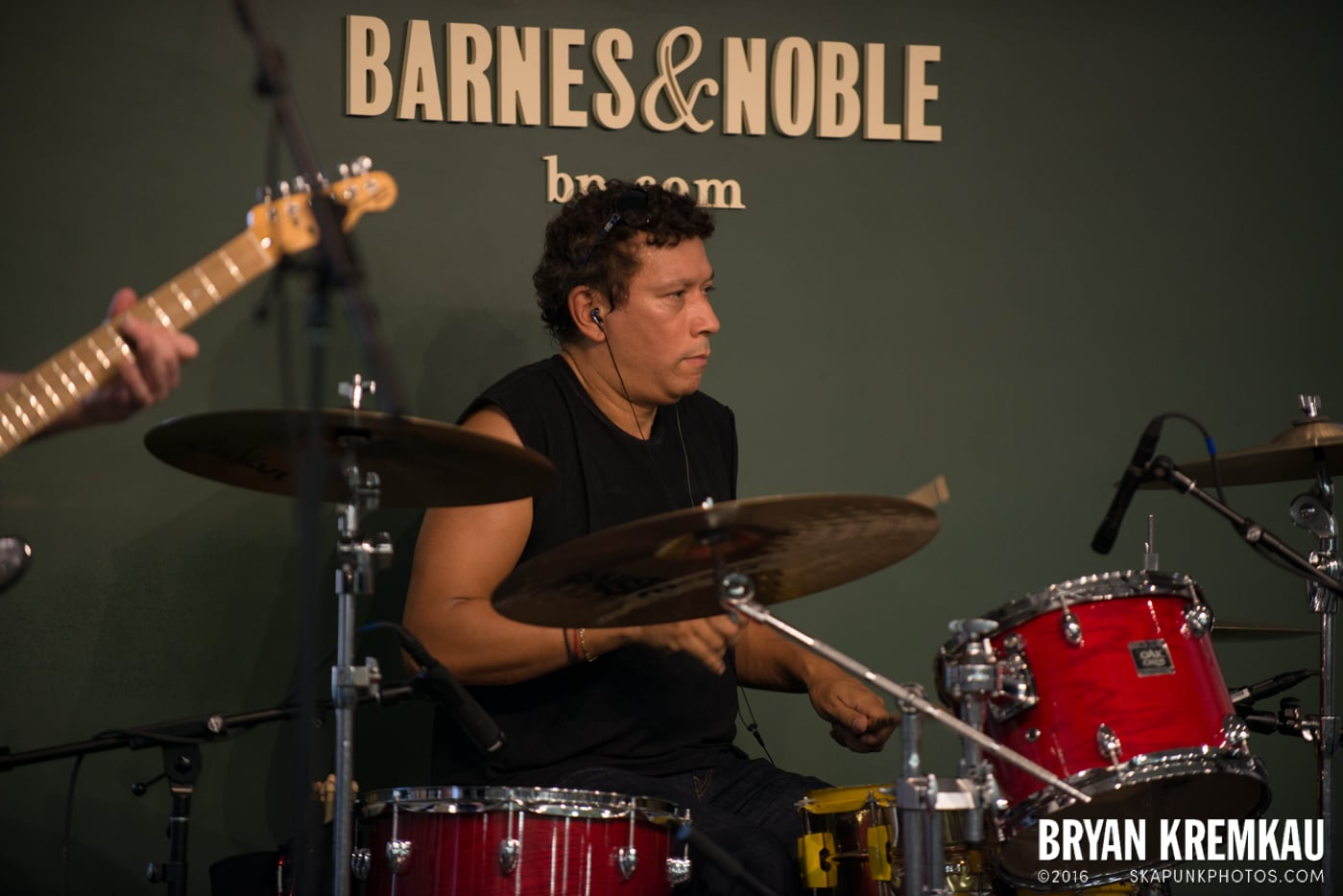 Willie Nile @ Barnes & Noble Union Square, NYC - June 25th 2013 (6)