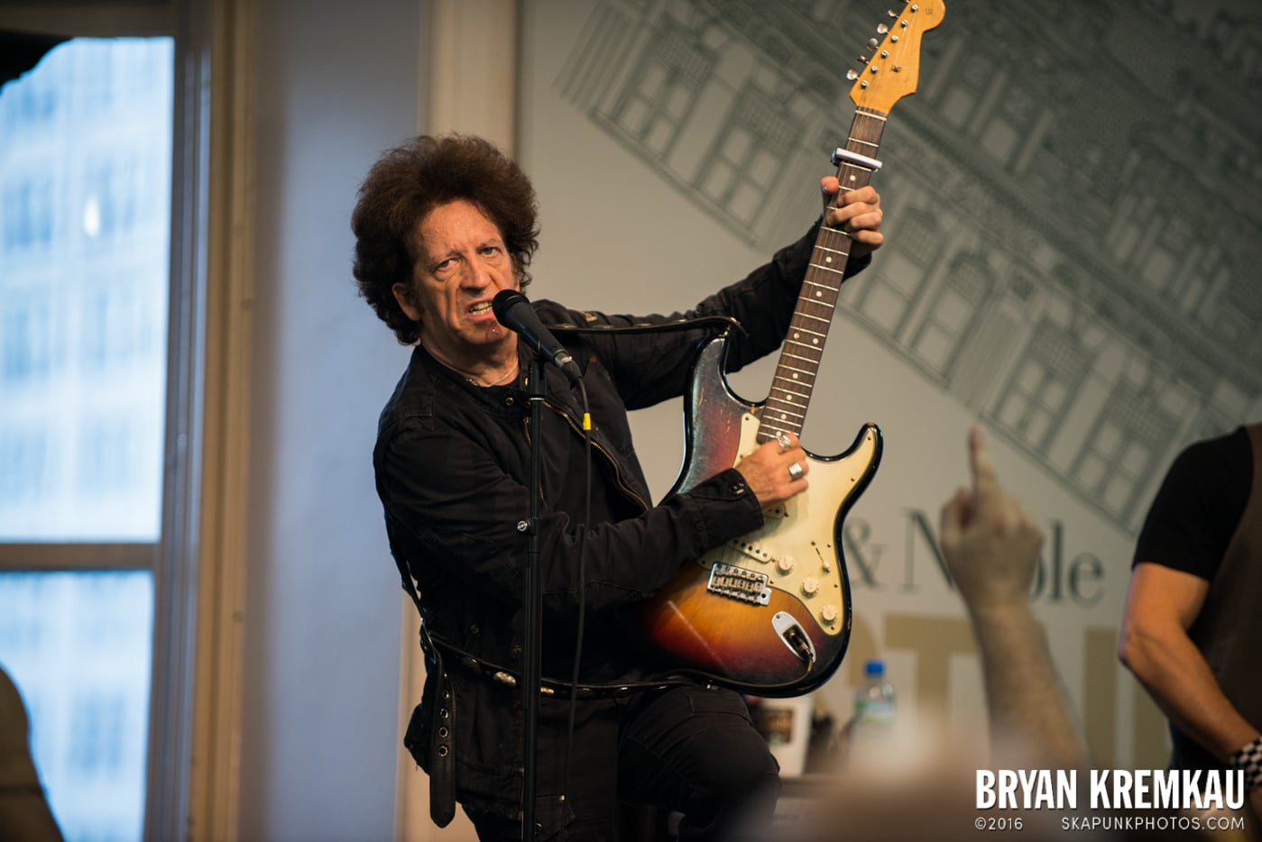 Willie Nile @ Barnes & Noble Union Square, NYC - June 25th 2013 (4)