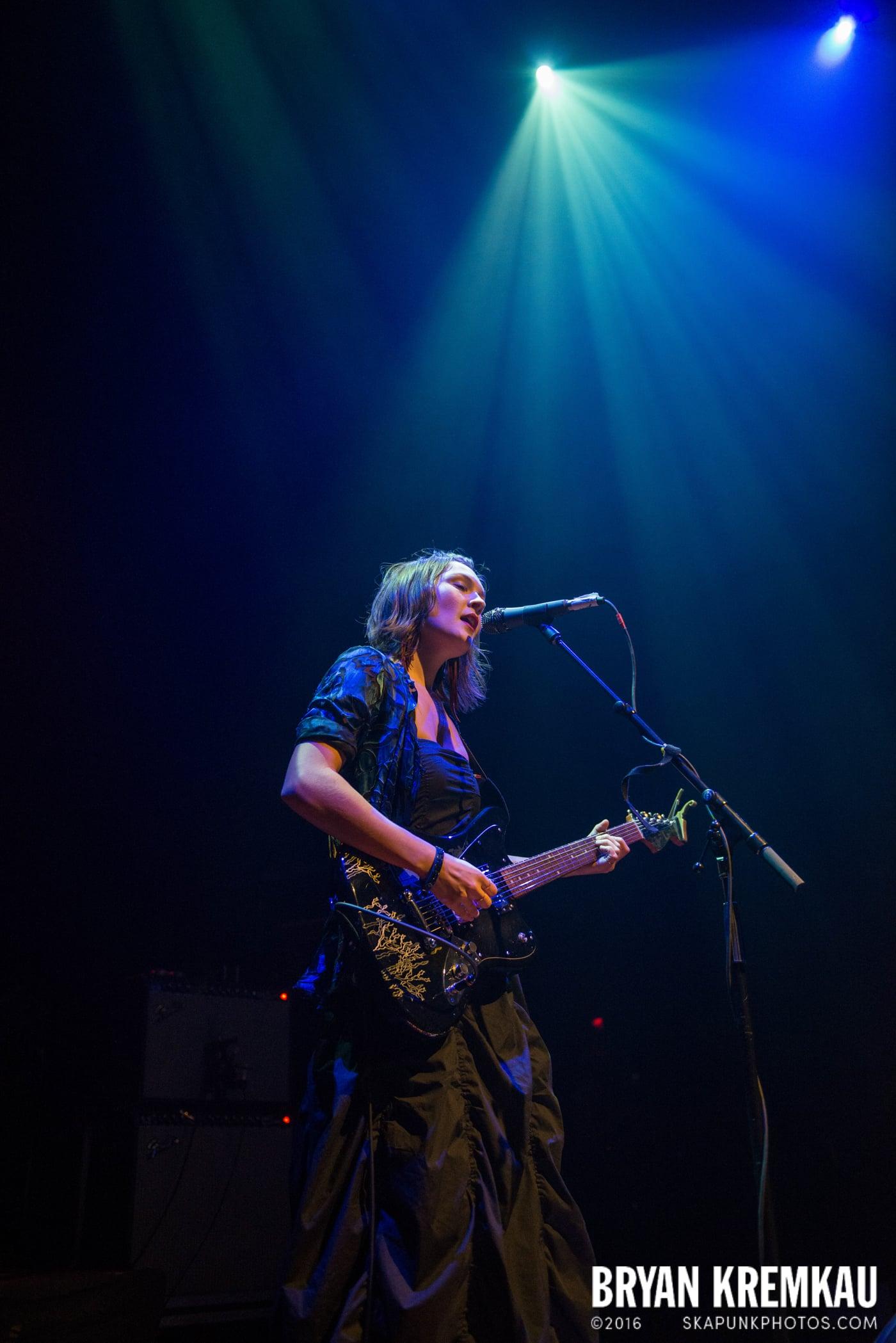 Meredith Sheldon @ Gramercy Theatre, NYC - 11.12.14 (11)