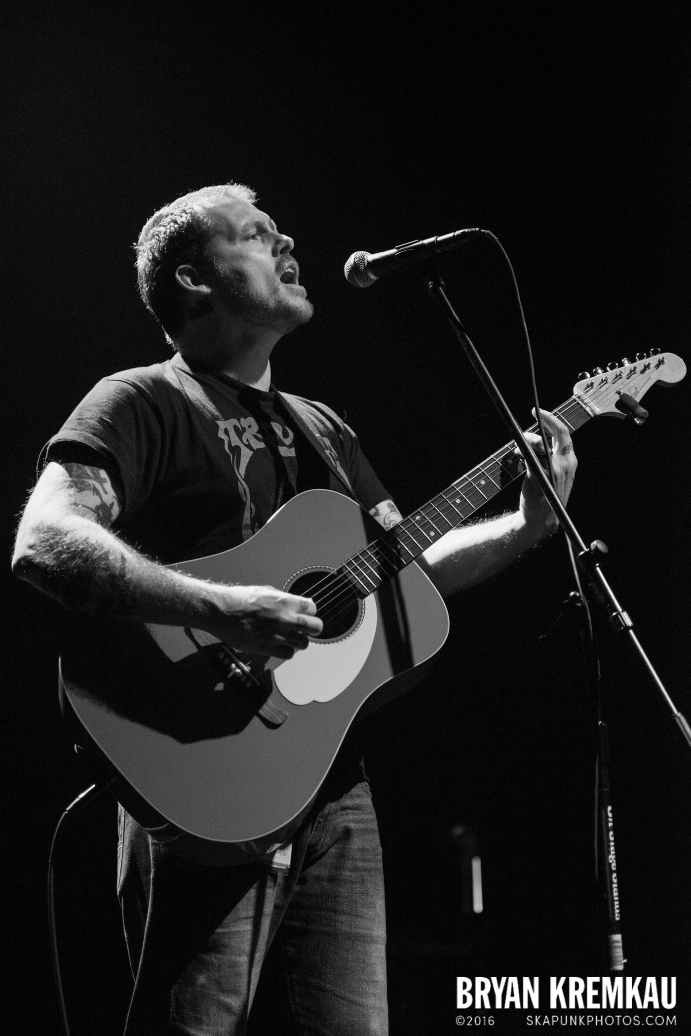Derek Grant @ Gramercy Theatre, NYC - 4.10.15 (7)
