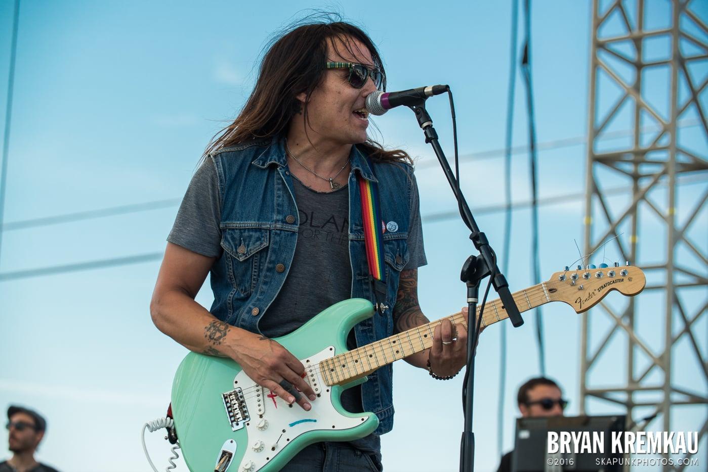 toyGuitar @ Stone Pony Summer Stage, Asbury Park, NJ - 8.15.15 (7)