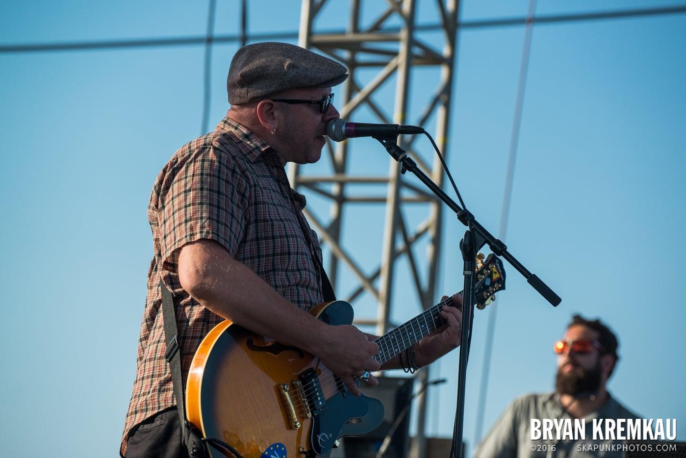 Swingin' Utters @ Stone Pony Summer Stage, Asbury Park, NJ - 8.15.15 (25)