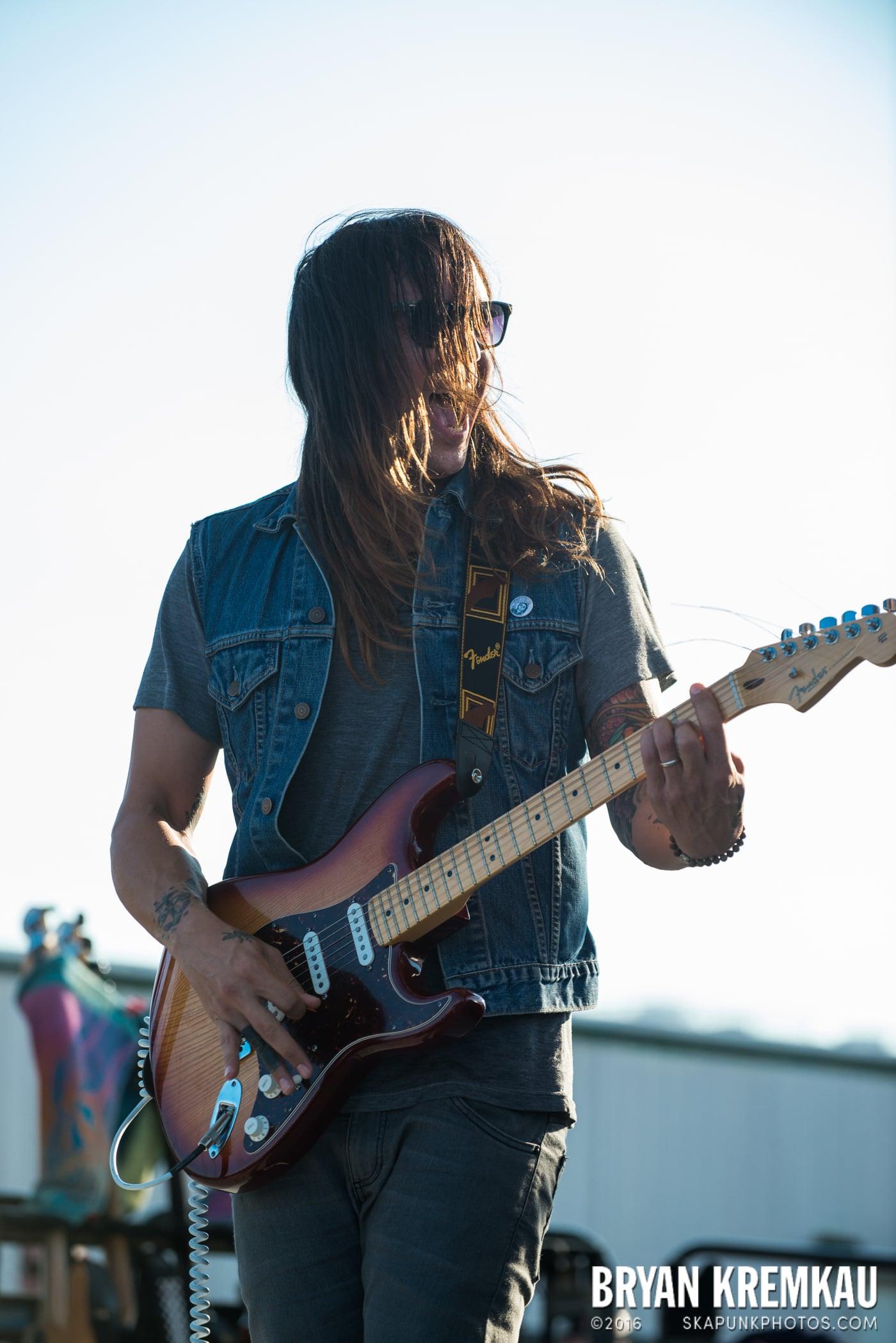 Swingin' Utters @ Stone Pony Summer Stage, Asbury Park, NJ - 8.15.15 (23)