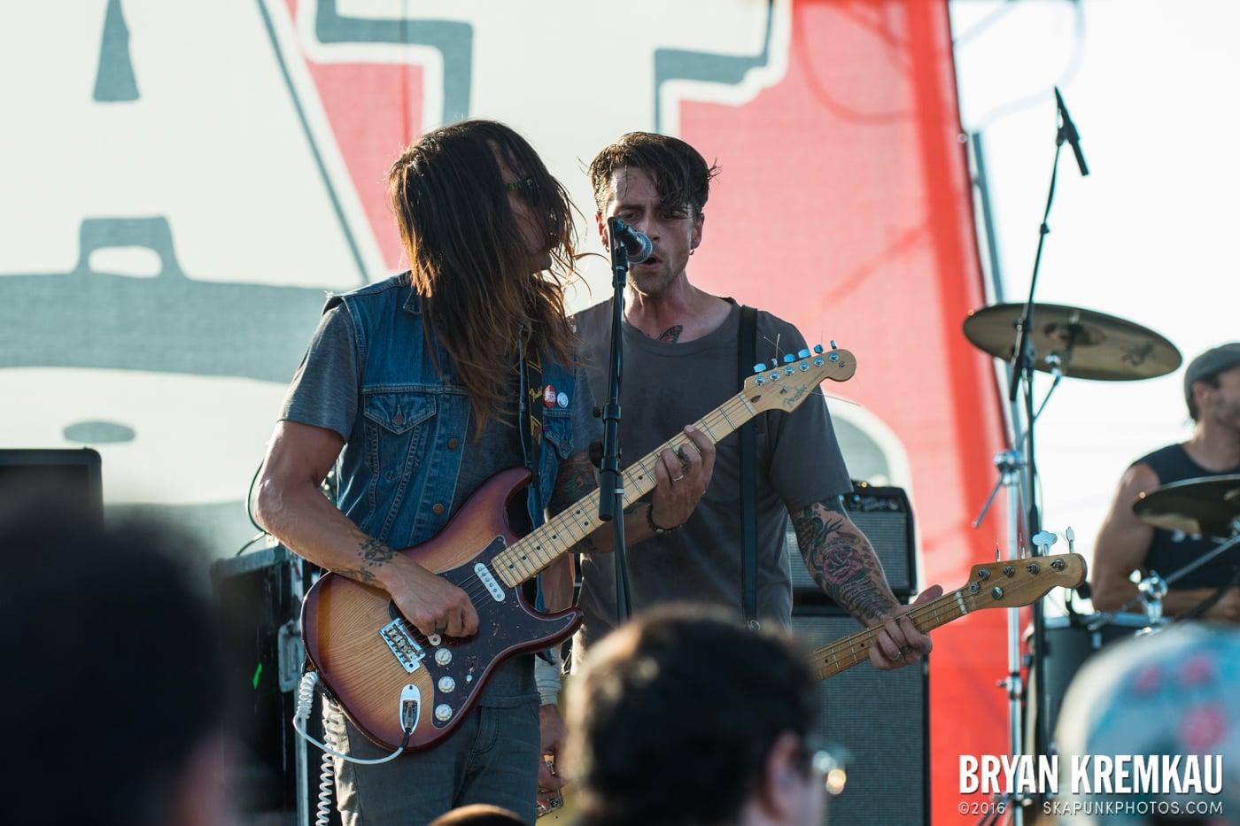 Swingin' Utters @ Stone Pony Summer Stage, Asbury Park, NJ - 8.15.15 (6)