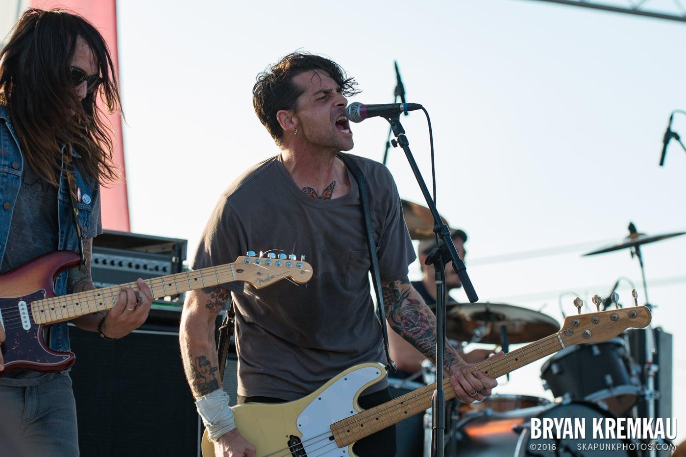 Swingin' Utters @ Stone Pony Summer Stage, Asbury Park, NJ - 8.15.15 (2)