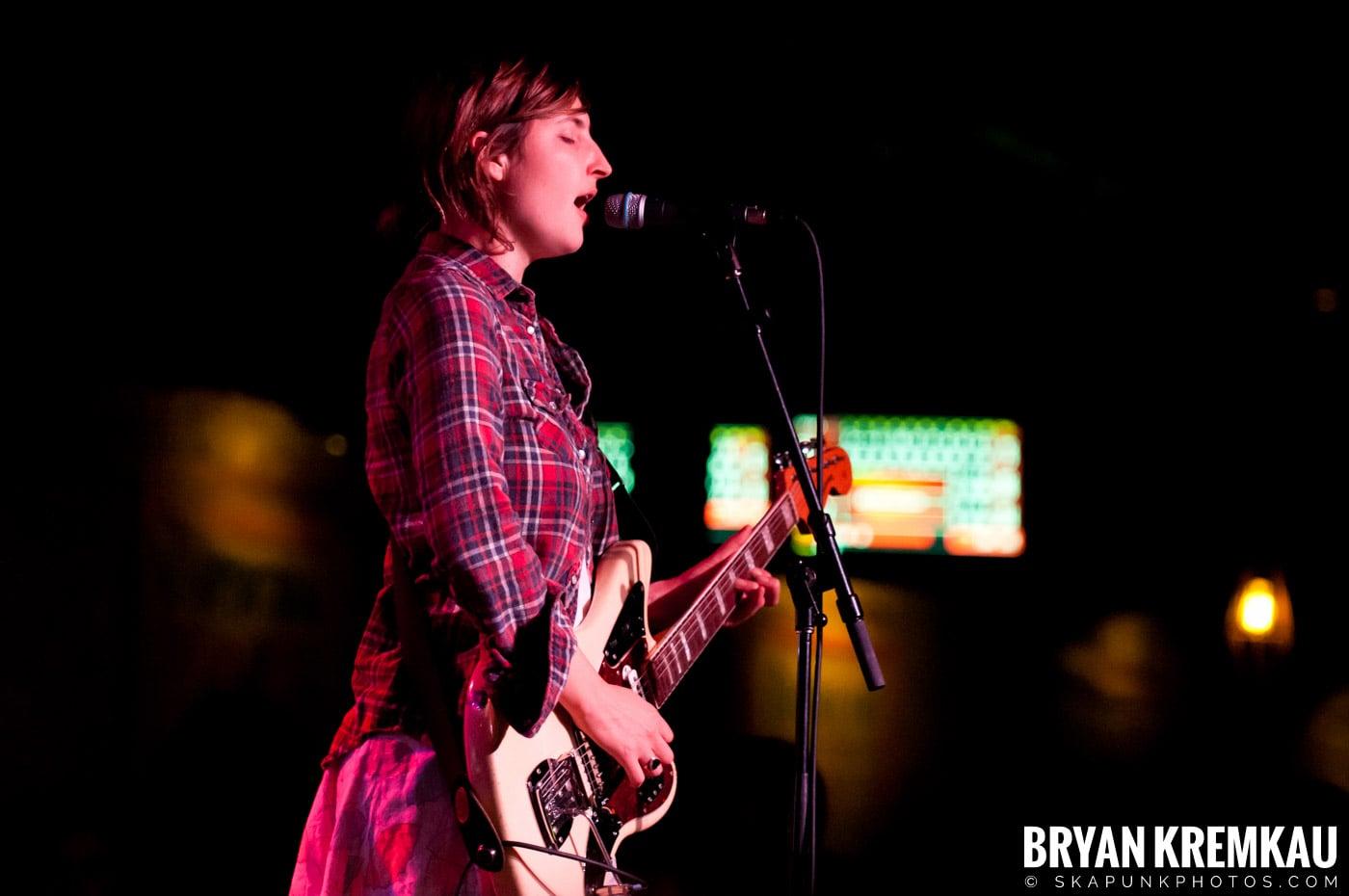 Warpaint @ Brooklyn Bowl, Brooklyn, NY - 3-30-11 (21)