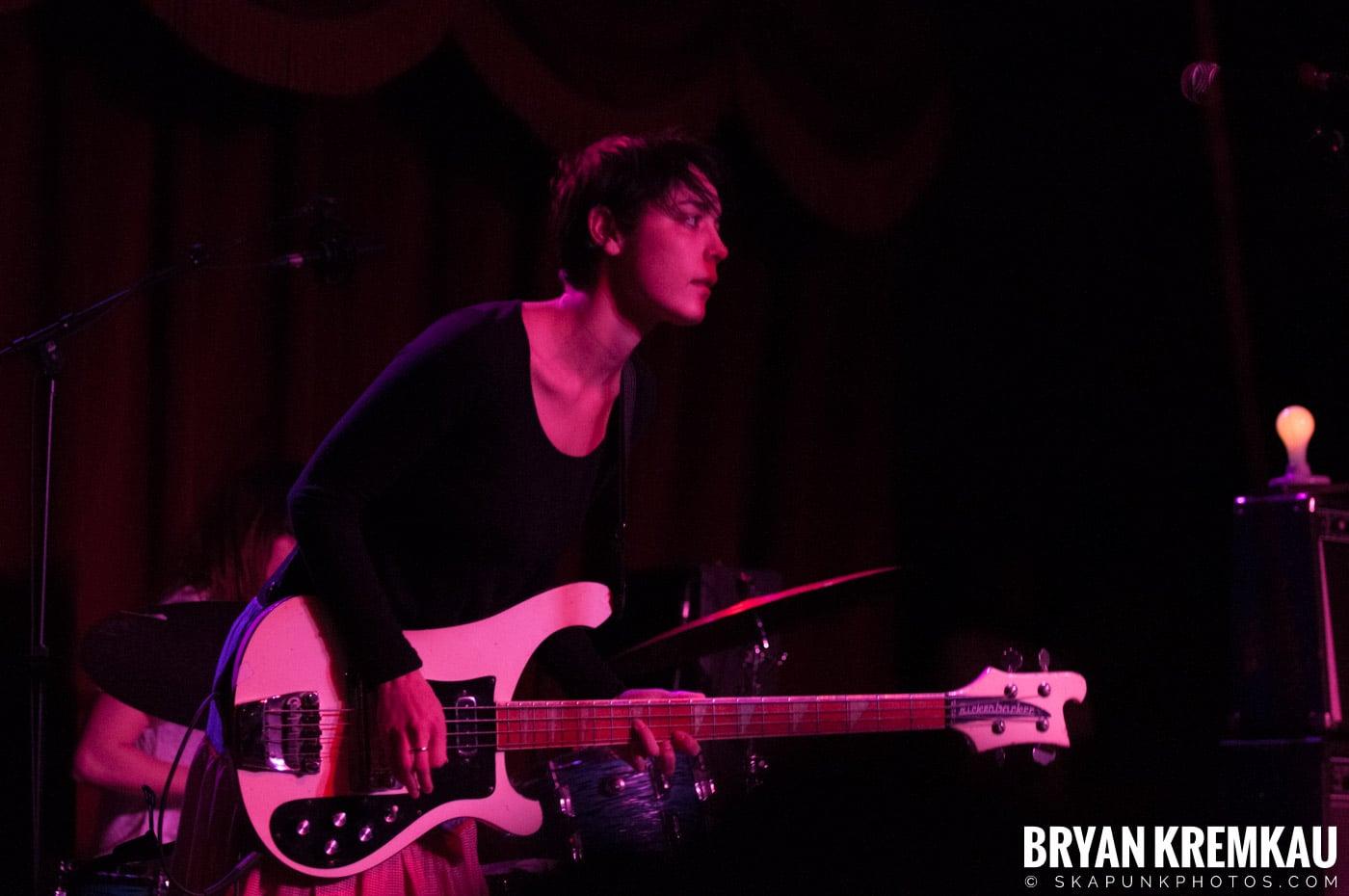 Warpaint @ Brooklyn Bowl, Brooklyn, NY - 3-30-11 (19)