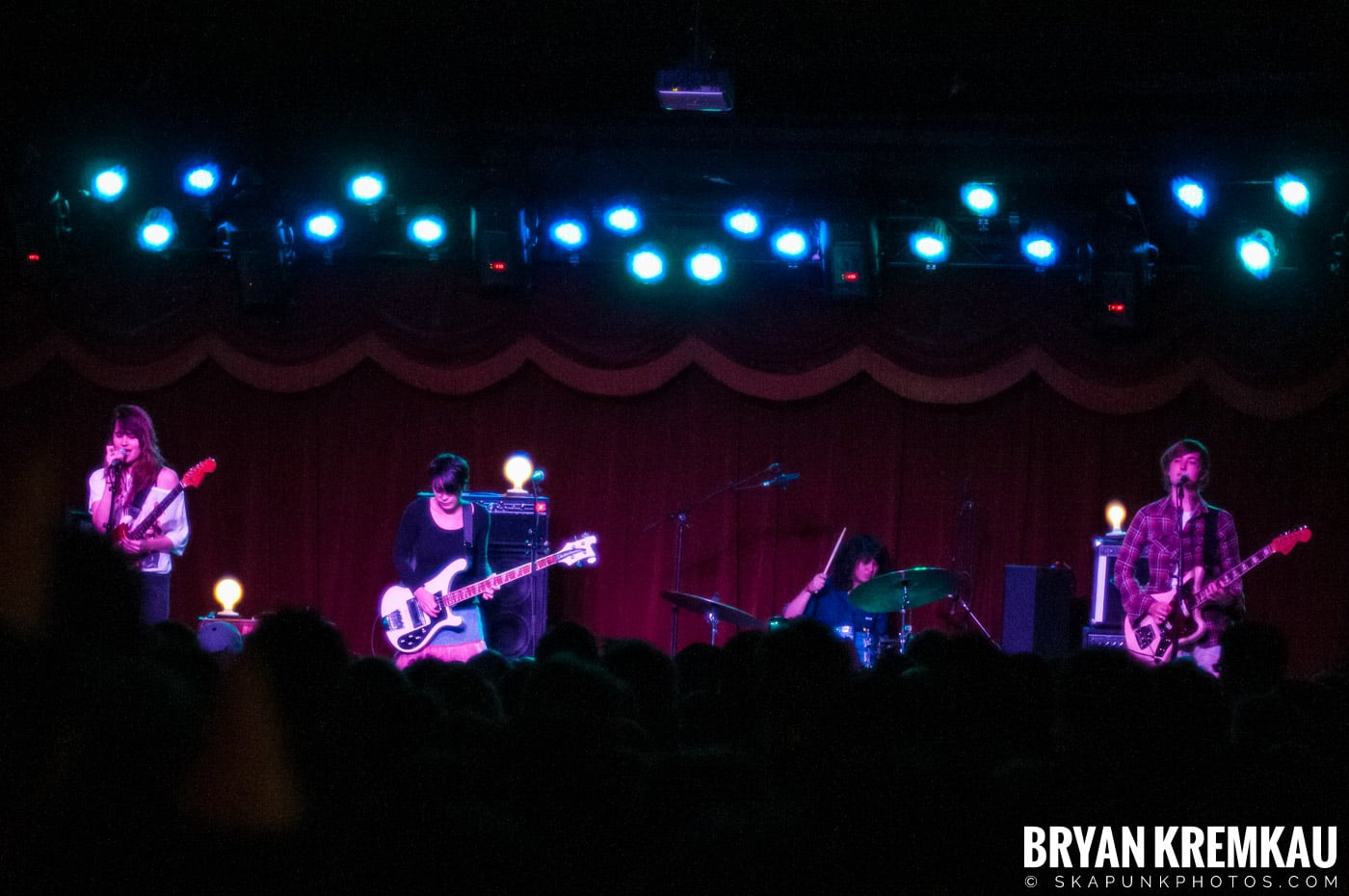 Warpaint @ Brooklyn Bowl, Brooklyn, NY - 3-30-11 (9)