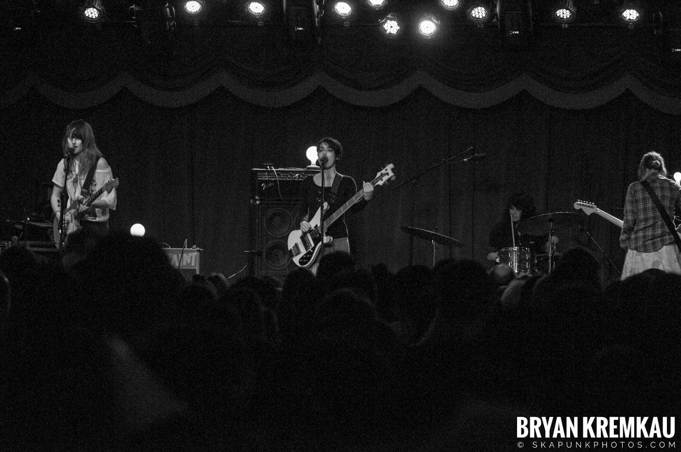 Warpaint @ Brooklyn Bowl, Brooklyn, NY - 3-30-11 (8)