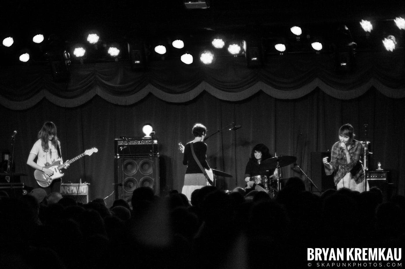 Warpaint @ Brooklyn Bowl, Brooklyn, NY - 3-30-11 (3)