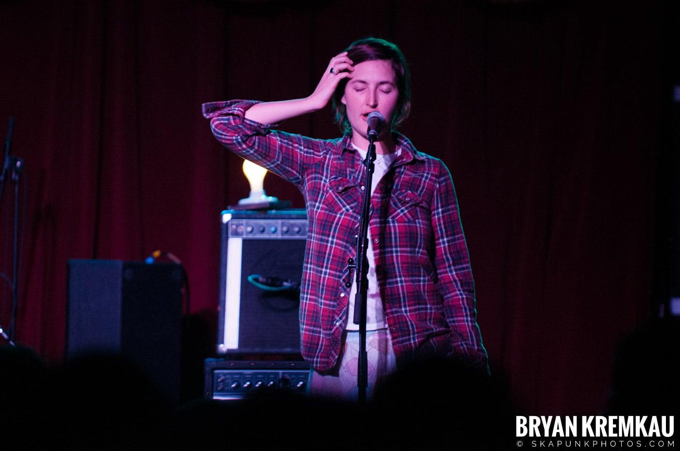 Warpaint @ Brooklyn Bowl, Brooklyn, NY - 3-30-11 (2)
