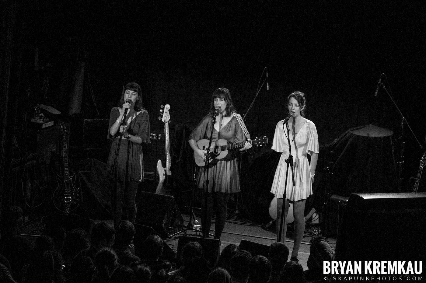 Living Sisters @ Bowery Ballroom, NYC - 3.29.10 (4)