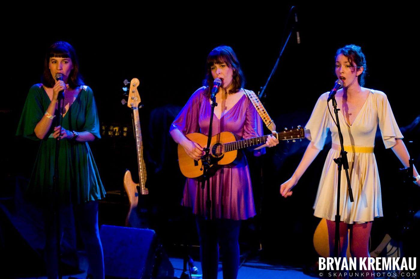 Living Sisters @ Bowery Ballroom, NYC - 3.29.10 (3)