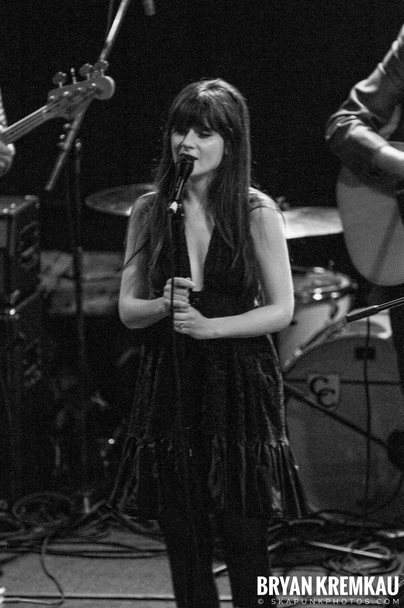 She & Him @ Bowery Ballroom, NYC - 3.29.10 (21)