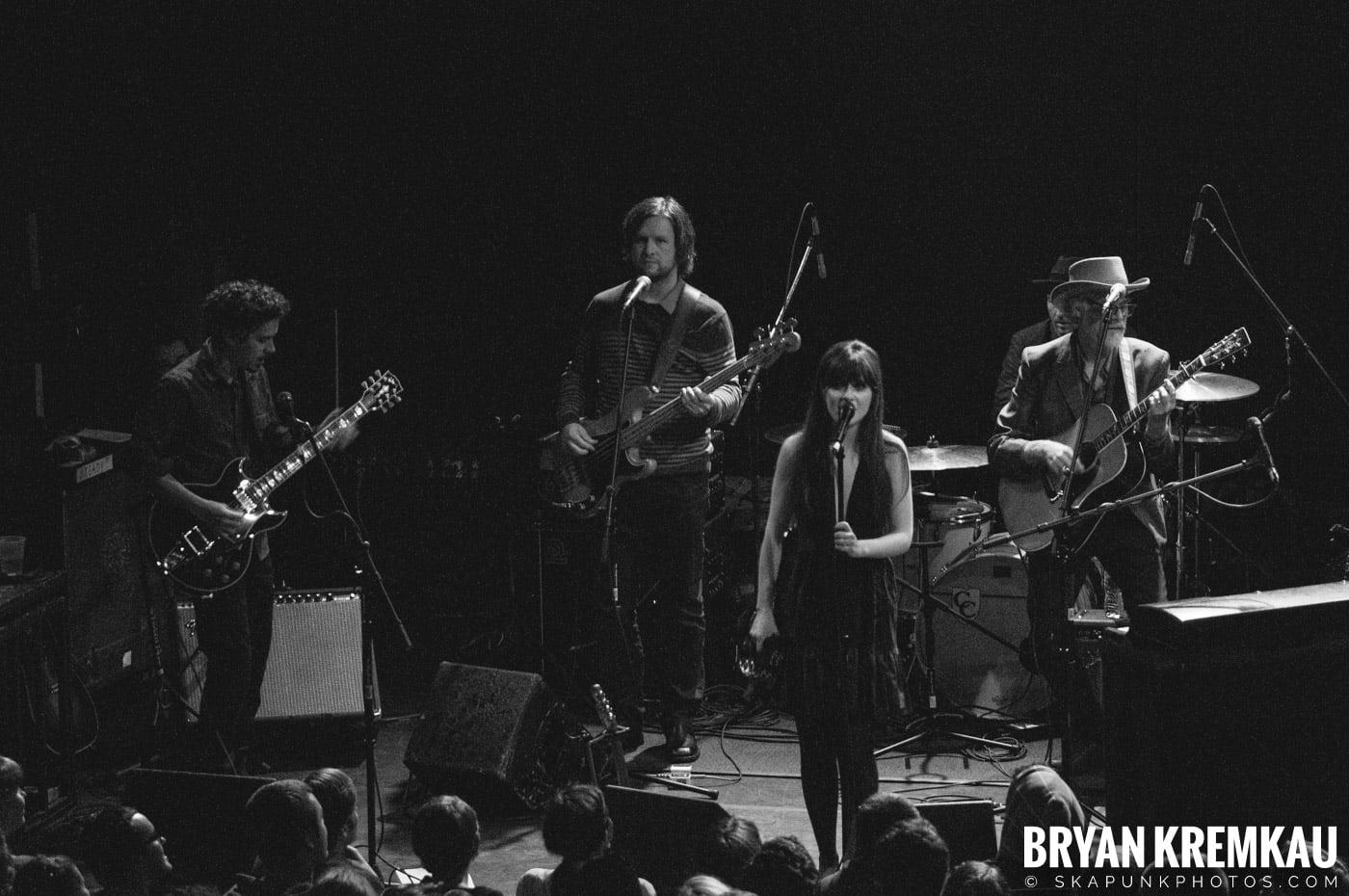 She & Him @ Bowery Ballroom, NYC - 3.29.10 (18)