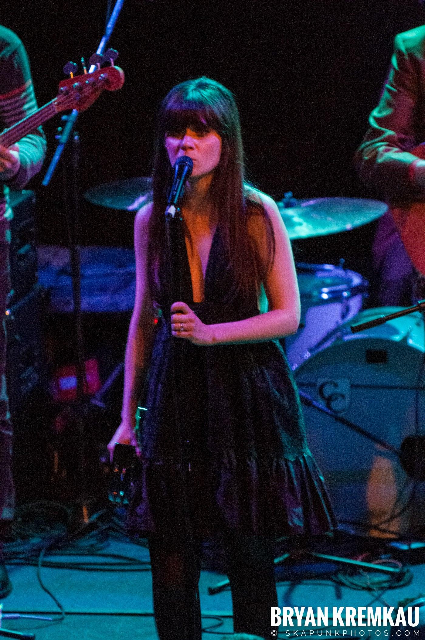 She & Him @ Bowery Ballroom, NYC - 3.29.10 (17)