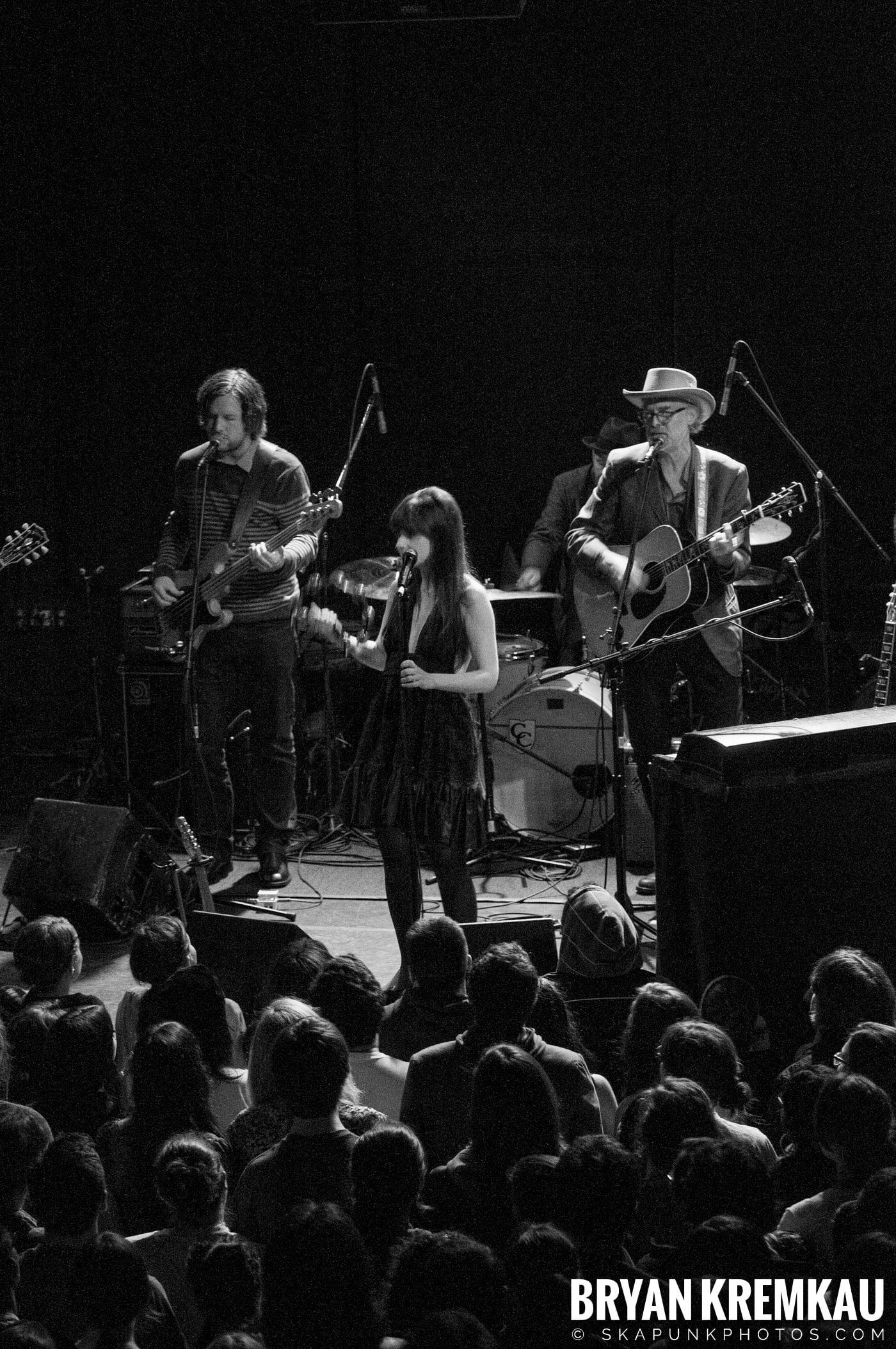 She & Him @ Bowery Ballroom, NYC - 3.29.10 (14)