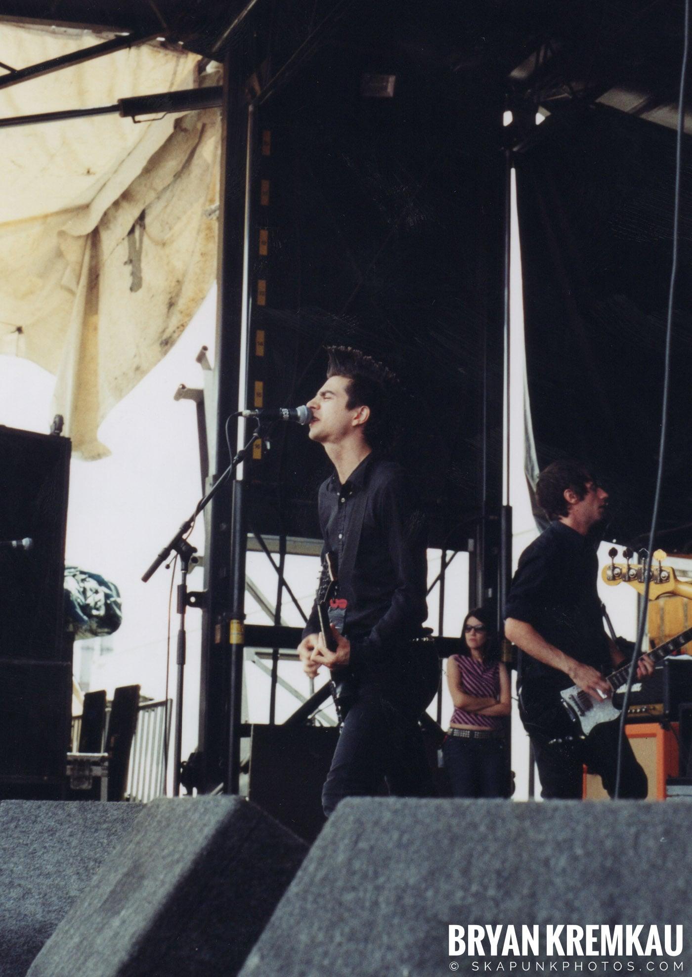 Anti-Flag @ Vans Warped Tour, Randall's Island, NYC - 8.7.04 (7)