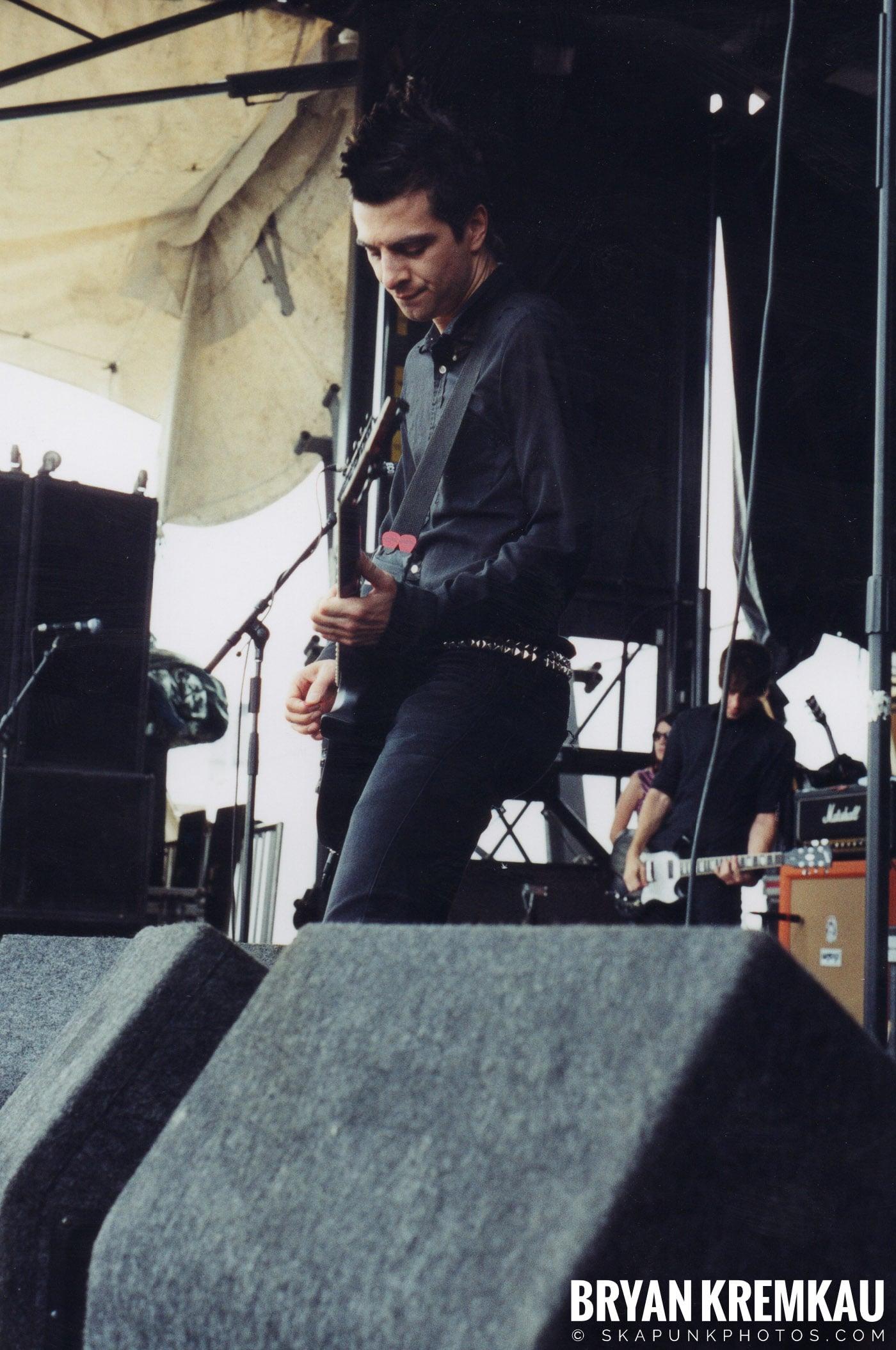 Anti-Flag @ Vans Warped Tour, Randall's Island, NYC - 8.7.04 (6)