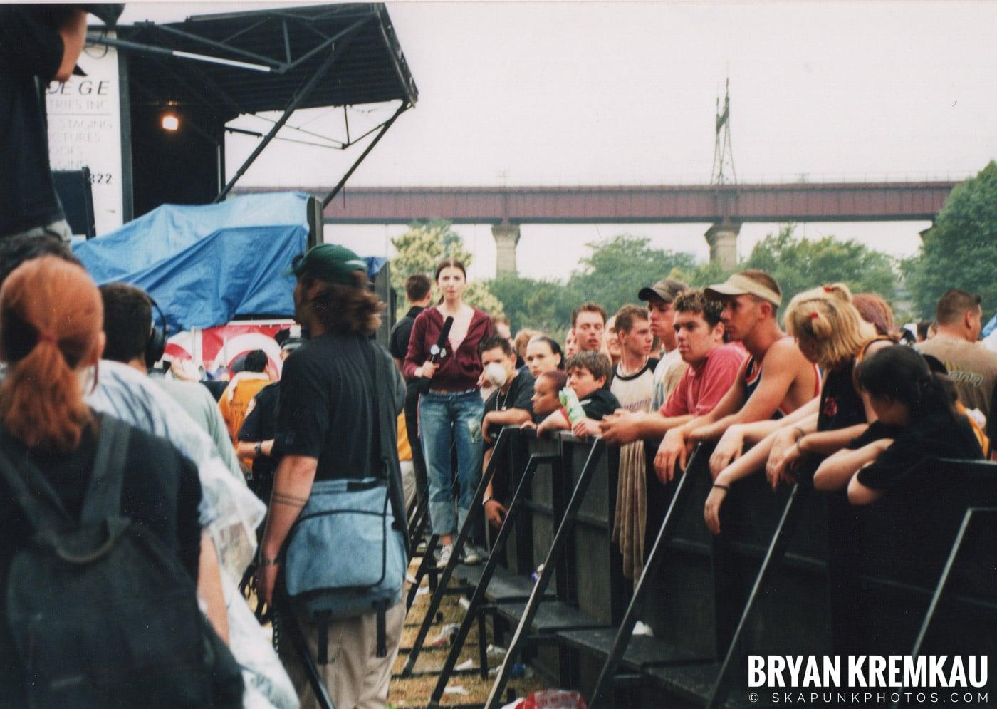 Crowd Shots @ Vans Warped Tour, Randall's Island, NYC - 8.4.01 (8)