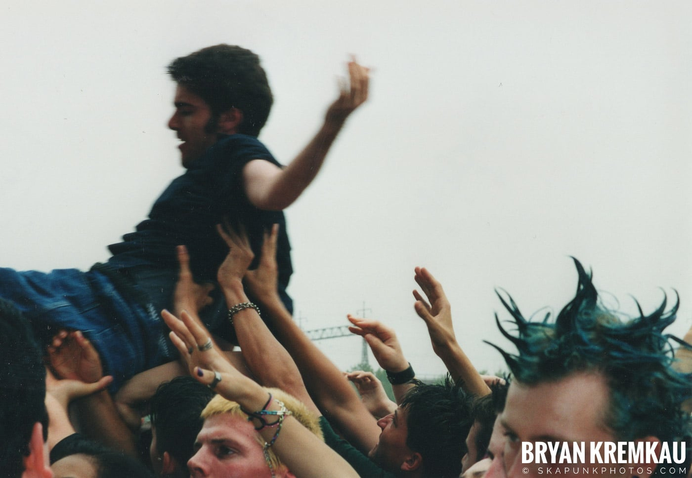 Crowd Shots @ Vans Warped Tour, Randall's Island, NYC - 8.4.01 (6)