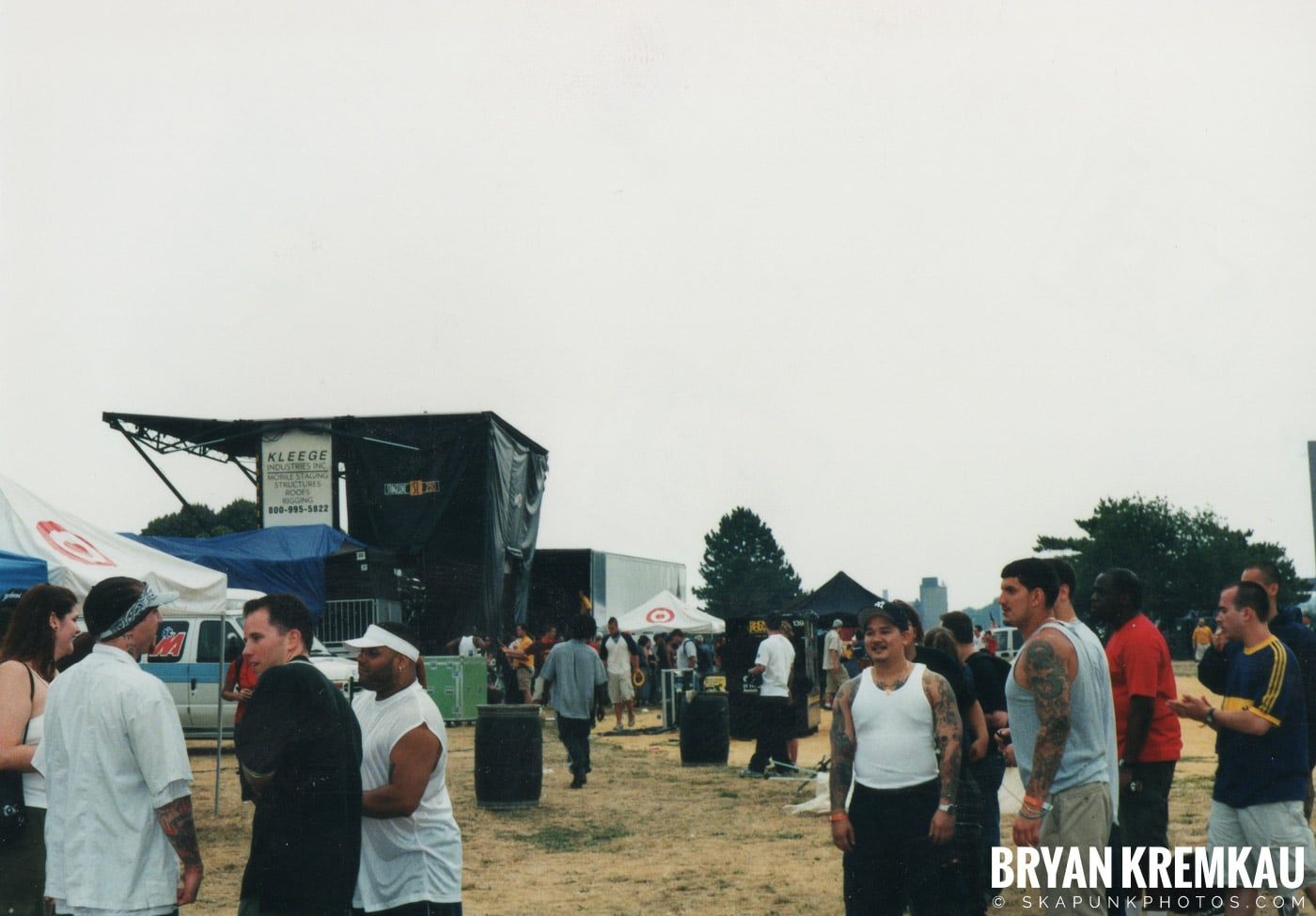 Crowd Shots @ Vans Warped Tour, Randall's Island, NYC - 8.4.01 (4)