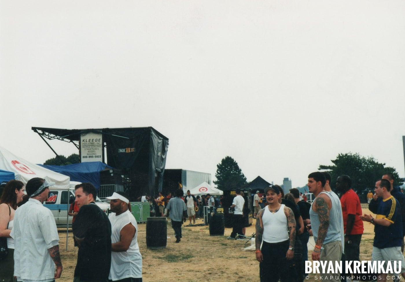 Crowd Shots @ Vans Warped Tour, Randall's Island, NYC - 8.4.01 (4)