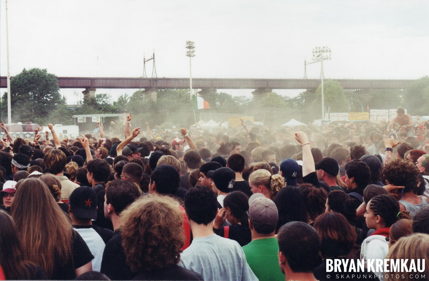 Crowd Shots @ Vans Warped Tour, Randall's Island, NYC - 8.7.04 (14)