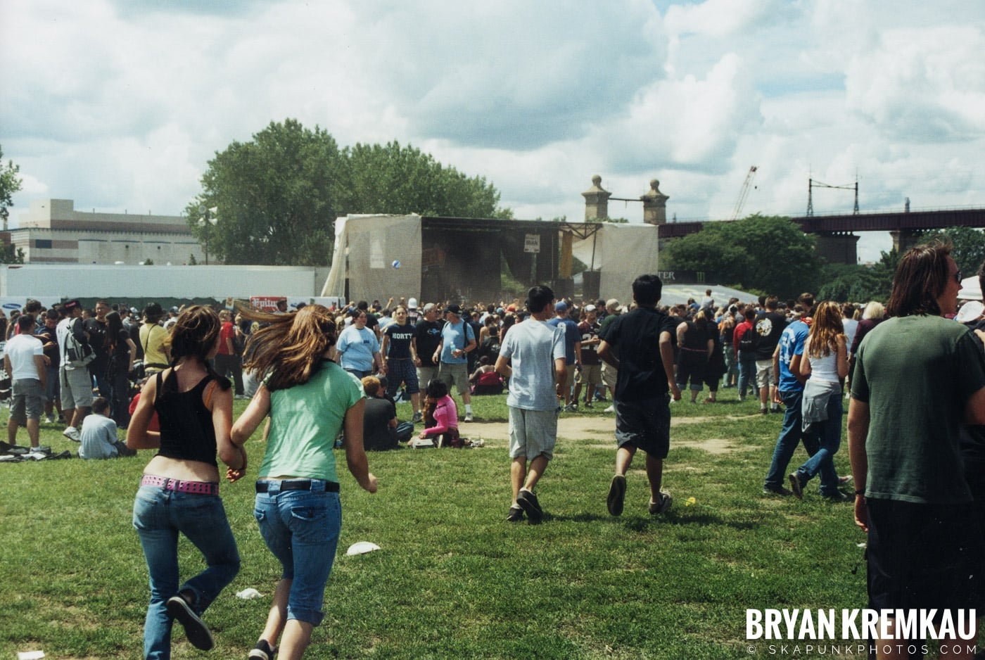 Crowd Shots @ Vans Warped Tour, Randall's Island, NYC - 8.7.04 (4)