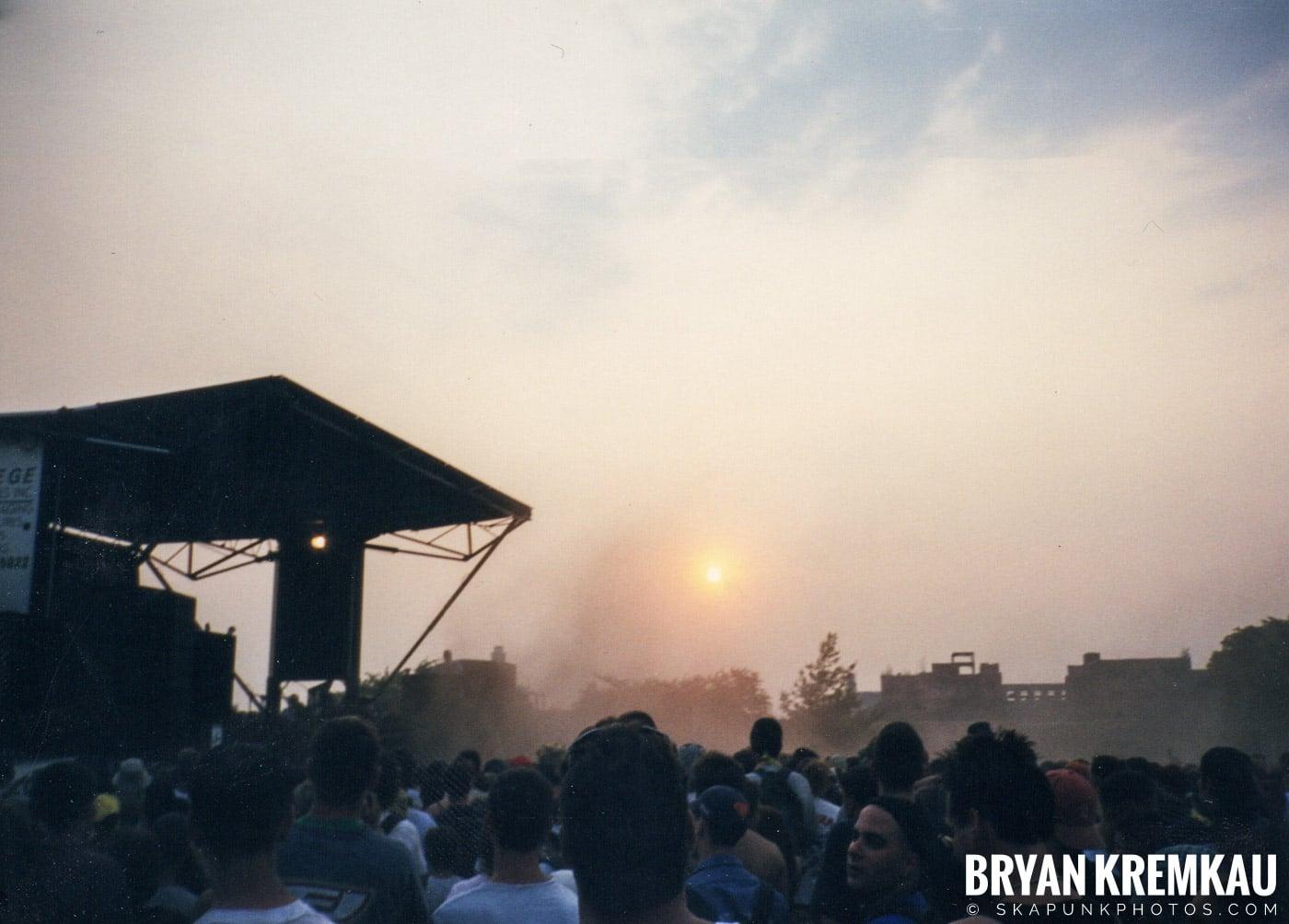 Crowd Shots @ Vans Warped Tour, Randall's Island, NYC - 7.16.99 (4)